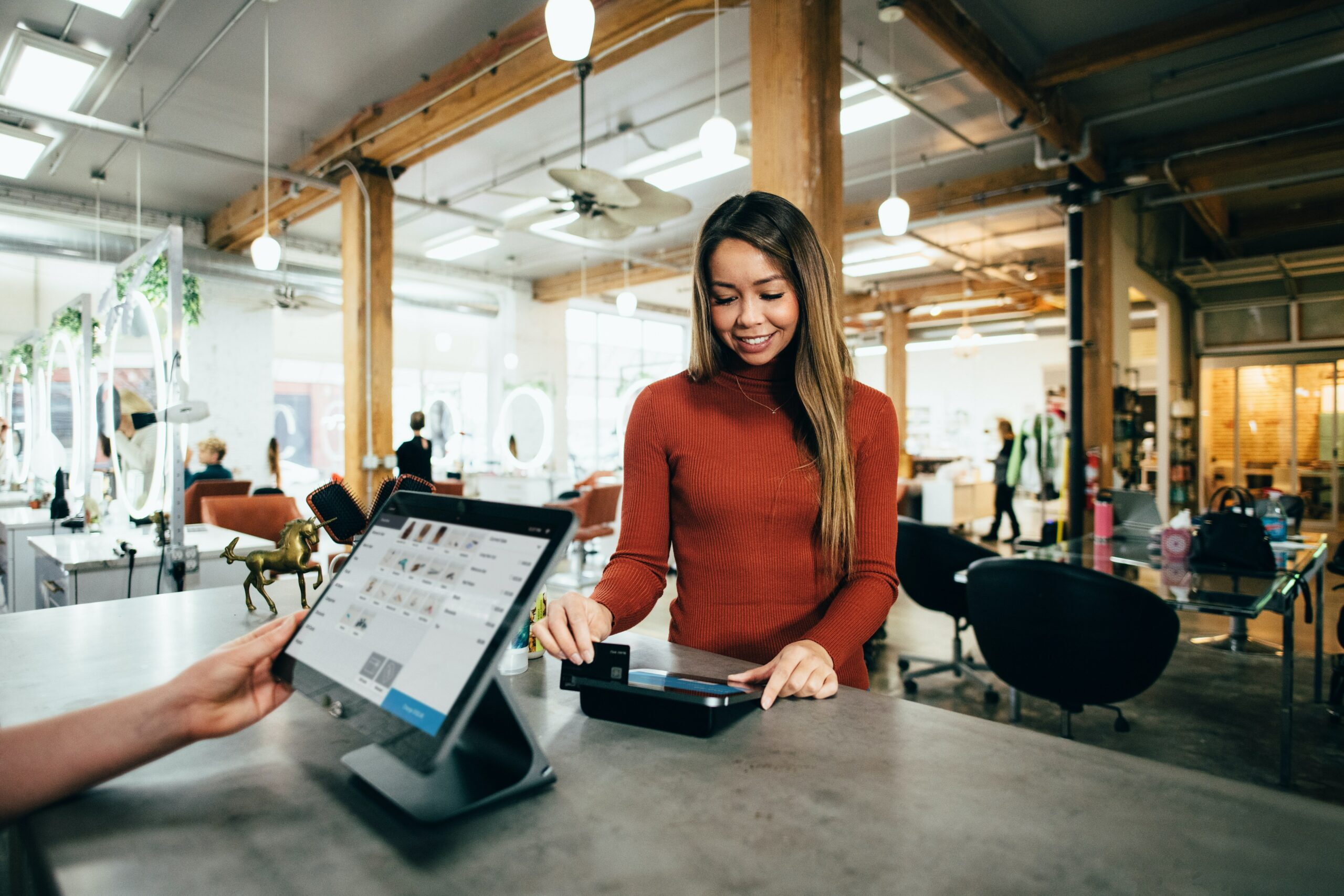 How to Balance Customer Focus and Retail Maintenance In Your Store